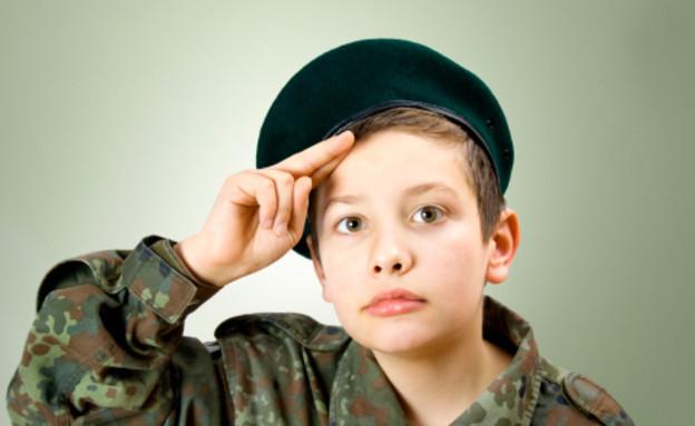 ילד מחופש לחייל (צילום: אימג'בנק / Thinkstock)