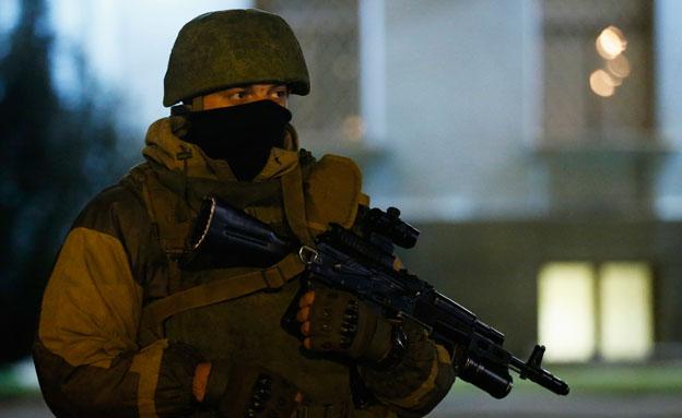 חמוש באוקראינה (צילום: AP)