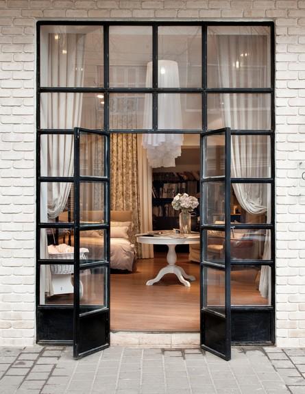חנויות סודיות, שני רינג, אורית טראוב דלת גובה, צילום עודד סמדר