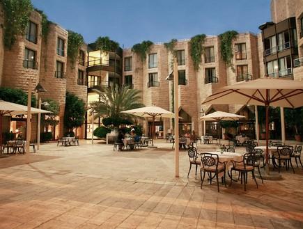 """חצר, מלון ענבל (צילום: יח""""צ מלון ענבל)"""
