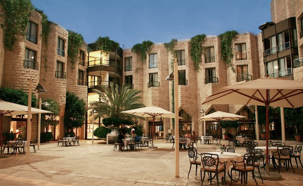 חצר, מלון ענבל (צילום: יח