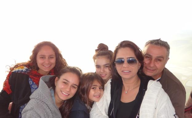 חלי ממן וומשפחתה (צילום: עידו לביא)