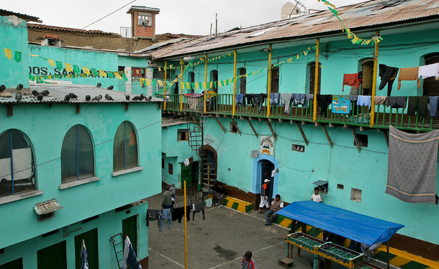 מבחוץ כלא סן פדרו, הטרוטופיות, קרדיט miradas.com (צילום: miradas.com)