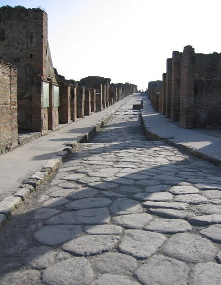 רחוב בפומפיי, הכי בעולם 5 (צילום: wikipedia / Paul Vlaar)