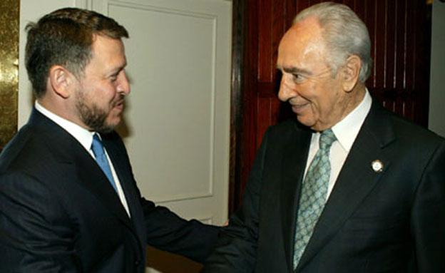 התנצל. הנשיא פרס ומלך ירדן, ארכיון (צילום: AP)