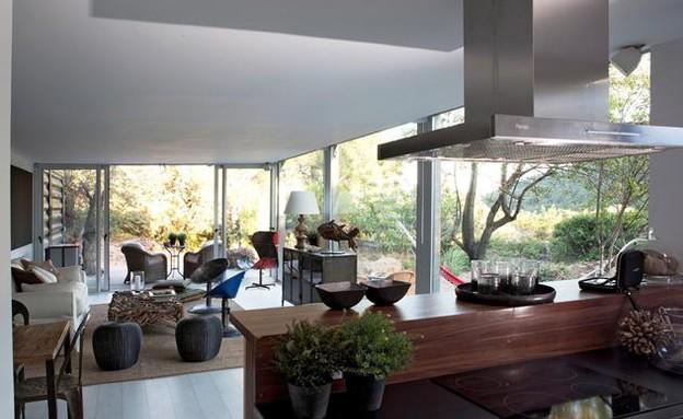 קונטיינרים חדש, בית אינפינניסקי  מטבח מבט לסלון, צ (צילום: Pablo Sarabia)