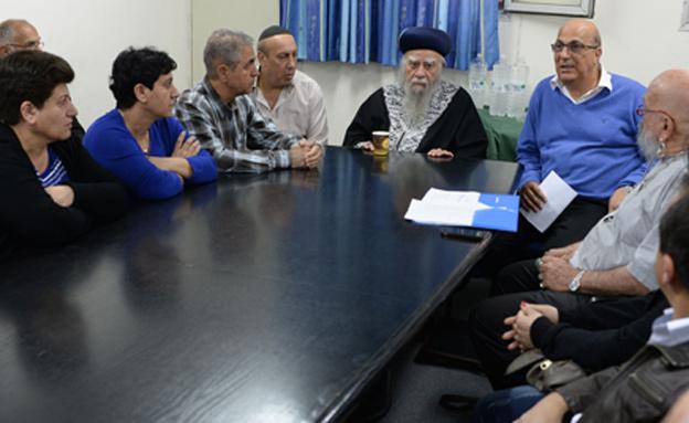 """המפגש בין מידן, הרב בקשי דורון והמשפחות (צילום: לע""""מ, קובי גדעון)"""