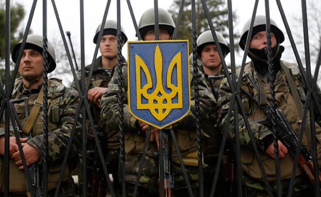 """החיילים האוקראינים: """"תחת מתקפה"""" (צילום: AP)"""