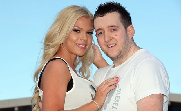 הוא מכוער, היא לוהטת (צילום: chroniclelive.co.uk)