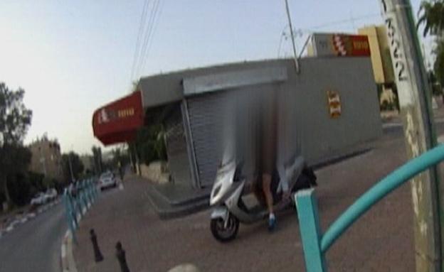 הנהג שנתפס בדימונה (צילום: דוברות אגף התנועה)