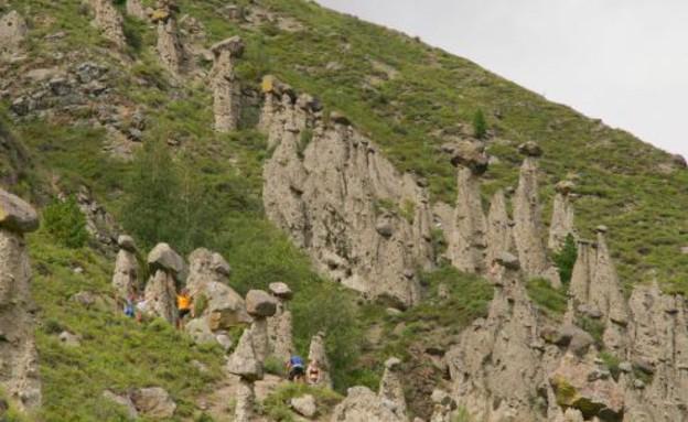 סלעים שנראים כמו פטריות