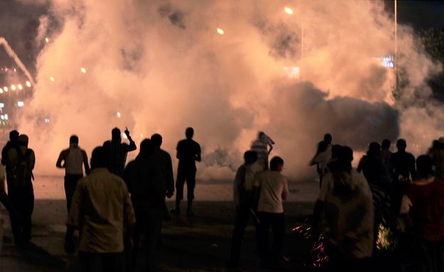 הפגנות אלימות מצרים (צילום: AP)