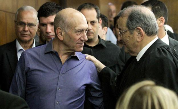 אולמרט הבוקר בבית המשפט (צילום: עידו ארז, ynet)