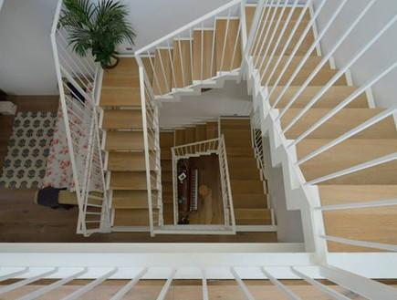 דניאלה כהן, גרם מדרגות עץ טבעי וברזל (צילום: יונתן בלום ובועז לביא)