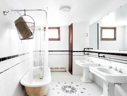 חדר רחצה אכסניית האדסון, הכי בעולם 8, קרדיט