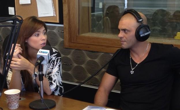 אייל גולן ורוסלנה ברדיו ירושלים (צילום: שרון רביבו)