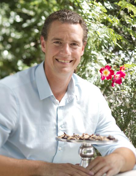תום פרנץ ועוגיות המרנג (צילום: אנטולי מיכאלו, אוכל טוב)