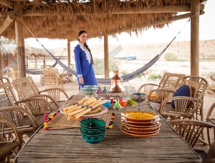 הפקה במדבר, שולחן חג כסאות (צילום: אודי גורן)