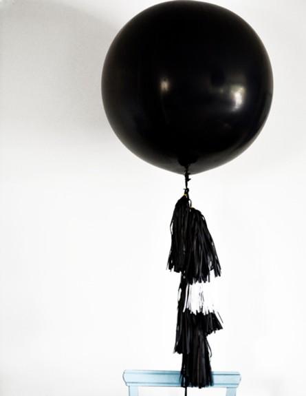 מכות, חושך, בלון. צילום צילום אורנית באואר  (צילום: אורנית באואר )
