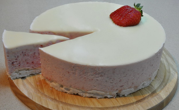 עוגת מוס תותים (צילום: חזי בנו)