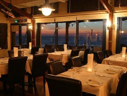 מסעדת החוף הכי טובה - על המים