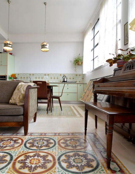 קופצות בית ביפו, סלון רצפה גןבה (צילום: שי בן אפרים ודני אבשלום)