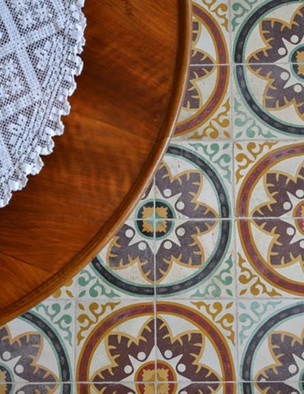 קופצות בית ביפו, סלון רצפה מאוירת גובה (צילום: שי בן אפרים ודני אבשלום)