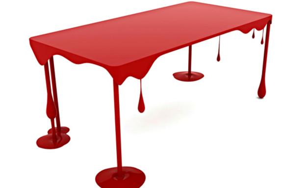 מכות, דם, שולחן (צילום: kababiearquitectos.com)