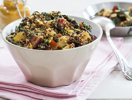תבשיל קינואה עם עלי סלק ושומר (צילום: אסף אמברם, אוכל טוב)