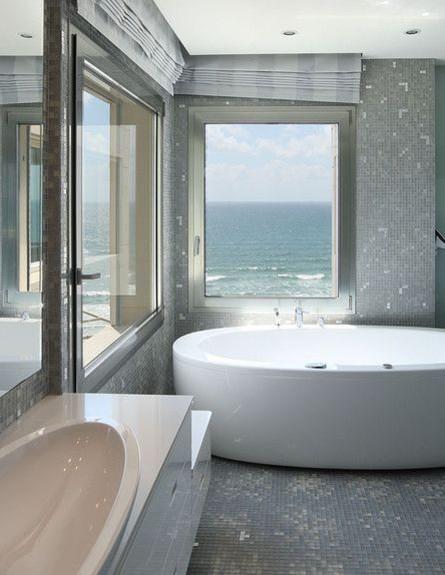 7-אמבטיות עם נוף, מנצנצת_מול_הים.אדריכלות-דין_גרסט (צילום: עמית גר)