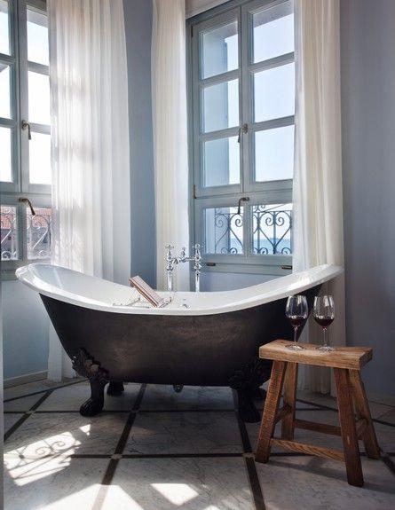 8-אמבטיות עם נוף, קלטסיקה_בשחור-לבן._מלון_האפנדי._ (צילום: אסף_פינצ'ו)