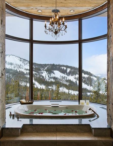 9-אמבטיות עם נוף, ספא_מפנק_מול_ההרים.www.locatiarc (צילום: www.locatiarchitects.com)