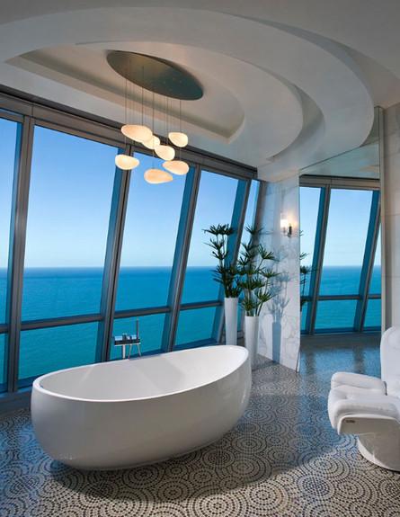 17-אמבטיות עם נוף, פיסוליות_בחדר_הרחצה.pfunerdesig (צילום: pfunerdesign.com)