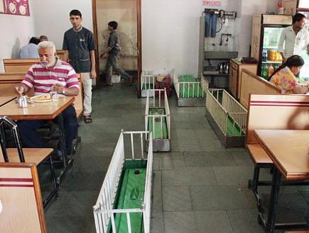 מסעדת הקברים 2, הודו