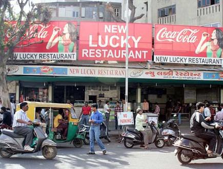 המסעדה מבחוץ, מסעדת קברים, הודו