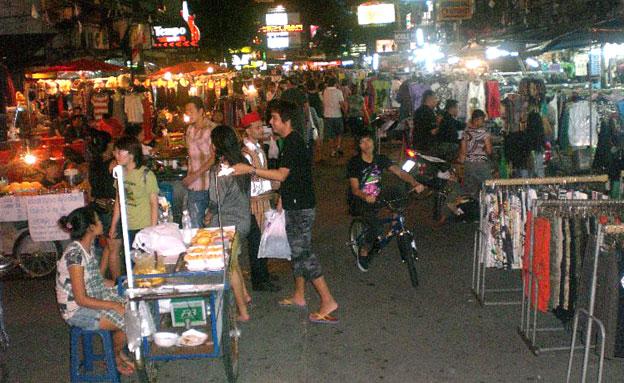 רחוב קאו סאן בבנגקוק (צילום: אביבית מיסניקוב)