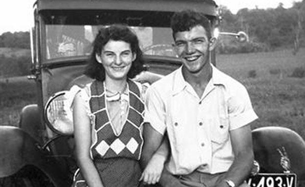 קנת' והלן פלומלי בצעירותם (צילום: AP)