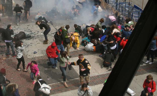 שניות לאחר הפיגוע (צילום: AP)