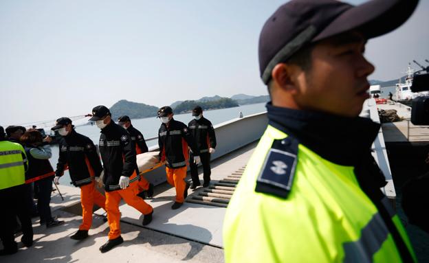 פינוי גופות קוריאה (צילום: חדשות 2)