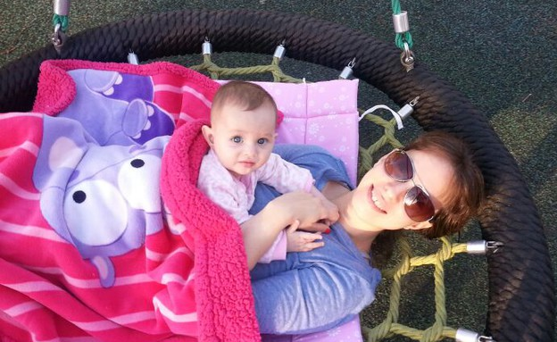 טל חנן ואריאל התינוקת (צילום: טל חנן, צילום ביתי)