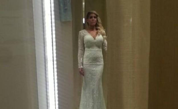 ג'ניפר סנוקל בשמלת כלה