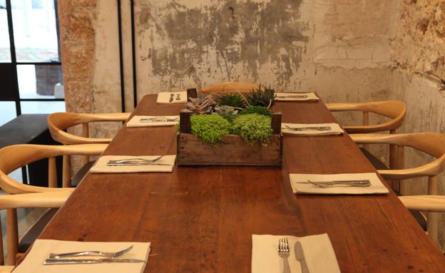 שולחן ערוך בקלארו (צילום: ארז חרודי)