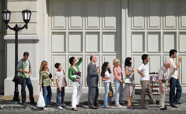 אנשים עומדים בתור (צילום: אימג'בנק / Thinkstock)