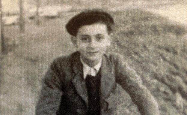 איציק משחזר בדמעות את קורותיו בשואה (צילום: עזרי עמרם חדשות 2)