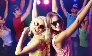 נערות רוקדות במסיבה (צילום: אימג'בנק / Thinkstock)