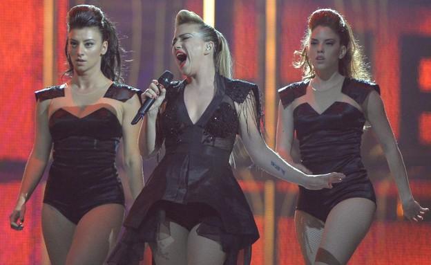מיי פיינגולד על הבמה (צילום: EBU - eurovision.tv)