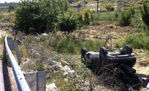 המכונית שנפלה לתהום (צילום: דובר מחוז שי)
