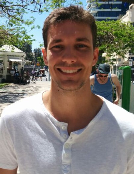 התייר מייק בתל אביב (צילום: לימור בן-רומנו)