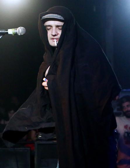 פיט דוהרטי בהופעה בבארבי (צילום: אורית פניני)
