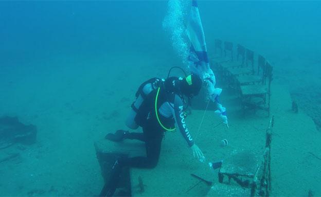 צפו במאמצים מתחת למים (צילום: דוגית תל אביב)